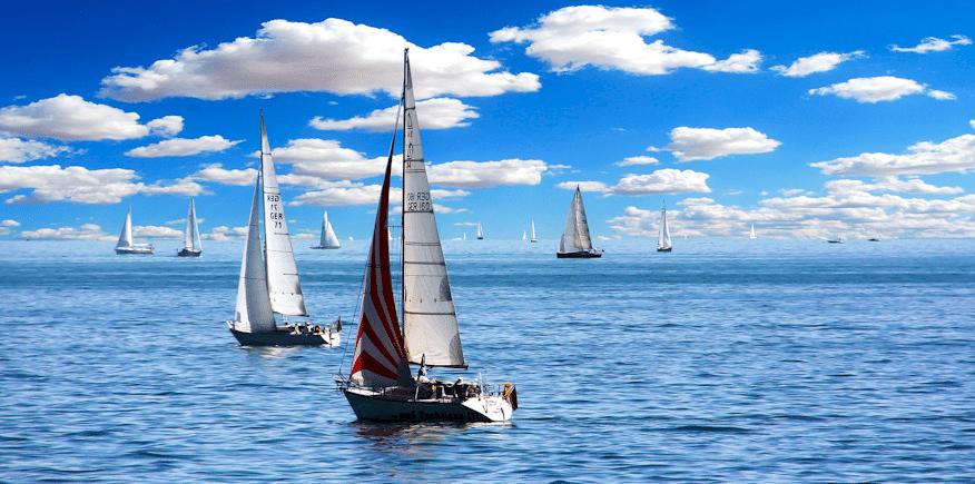 Segelboote als Symbolbild: ganz entspannt per AEVO-OnlineKurs auf die Ausbildereignungsprüfung vorbereiten