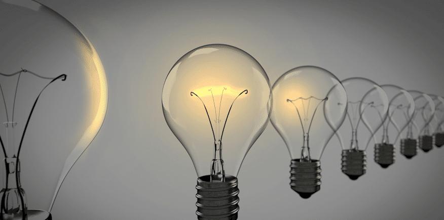 mehrere Glühbirnen als Symbolbild: Ziel und Nutzen der Leittext-Methode