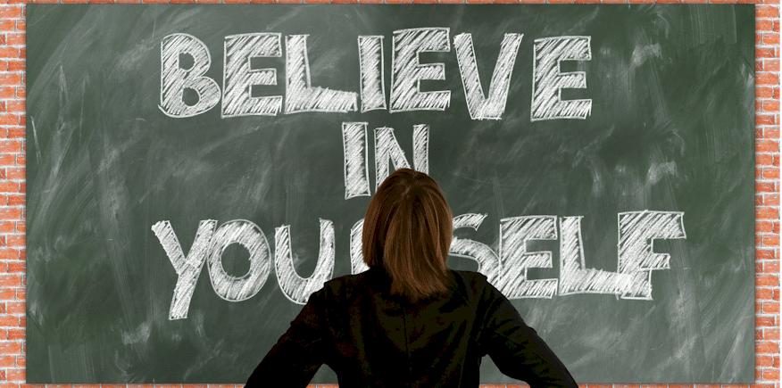 """Tafelanschrieb """"Believe in yourself"""" als Symbolbild: Ihre Funktion als Lernberater bei der Leittext-Methode"""