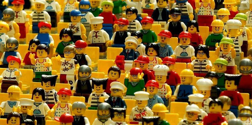 Symbolbild mit vielen Lego-Figürchen